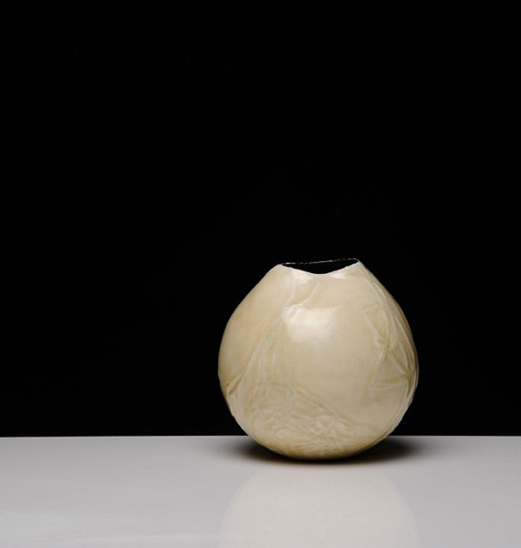 Title: Give and Take VI (pot c), 2012. Size: 18x19x18cm. Medium: Thrown and Altered Porcelain